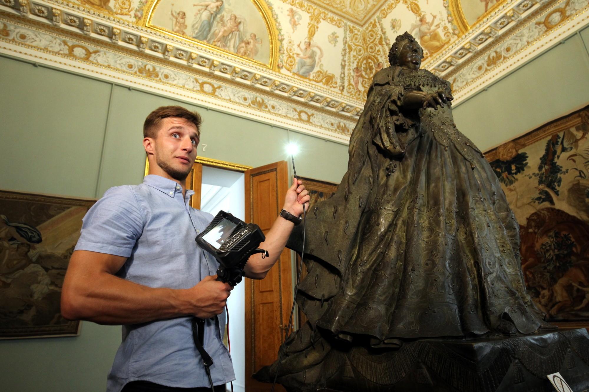 Русский музей реставрационная лаборатория скульптура Анна Иоанновна видеоэндоскоп
