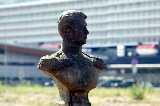 памятник Крузенштерну