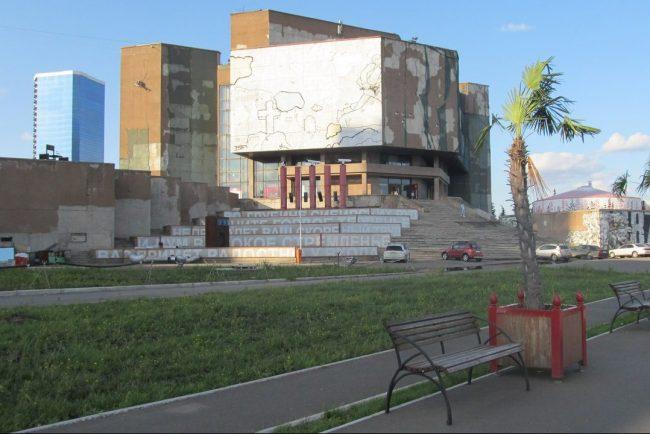 Красноярск 3 - здание на стрелке (3)
