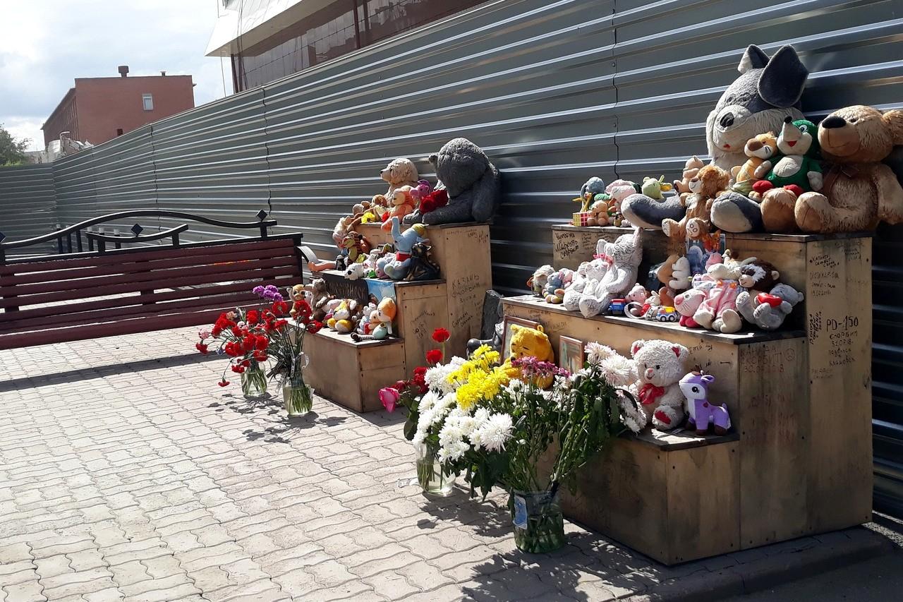 Кемерово сгоревший торговый центр Зимняя вишня мемориал