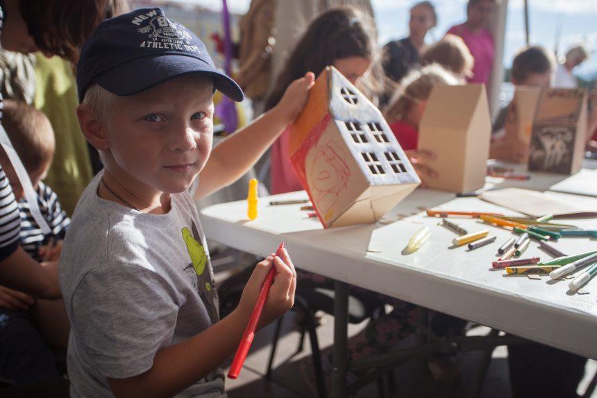 Обсерватор, тесты на COVID-19 и отменённые праздники: что известно о работе летних детских лагерей в Ленобласти