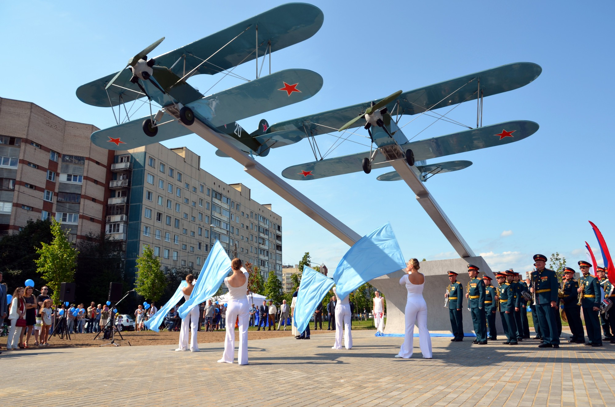 памятник самолёту У-2
