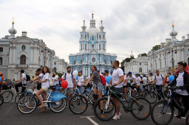 велосипедисты велопробег день строителя Смольный собор