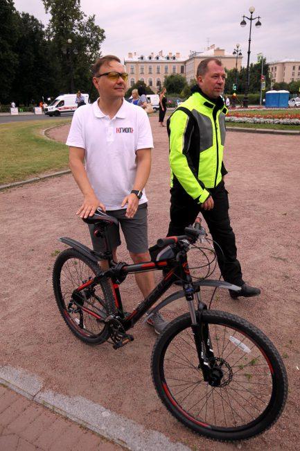 велосипедисты велопробег день строителя Сергей Макаров КГИОП Леонид Кулаков председатель комитета по строительству