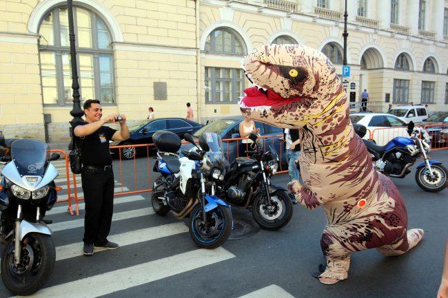 мотофестиваль Harley Days мотоциклы динозавр