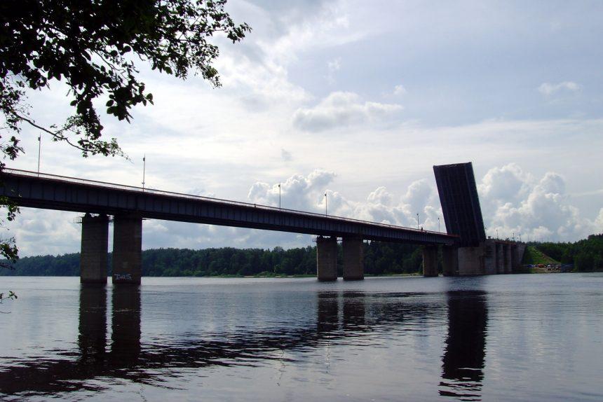 """Трассу """"Кола"""" перекроют для разводки Ладожского моста"""