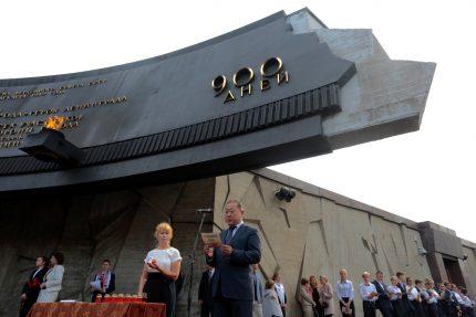 день памяти жертв блокады 8 сентября мемориал героическим защитникам Ленинграда площадь Победы поминальные чтения