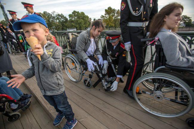 бал на колясках дети инвалиды
