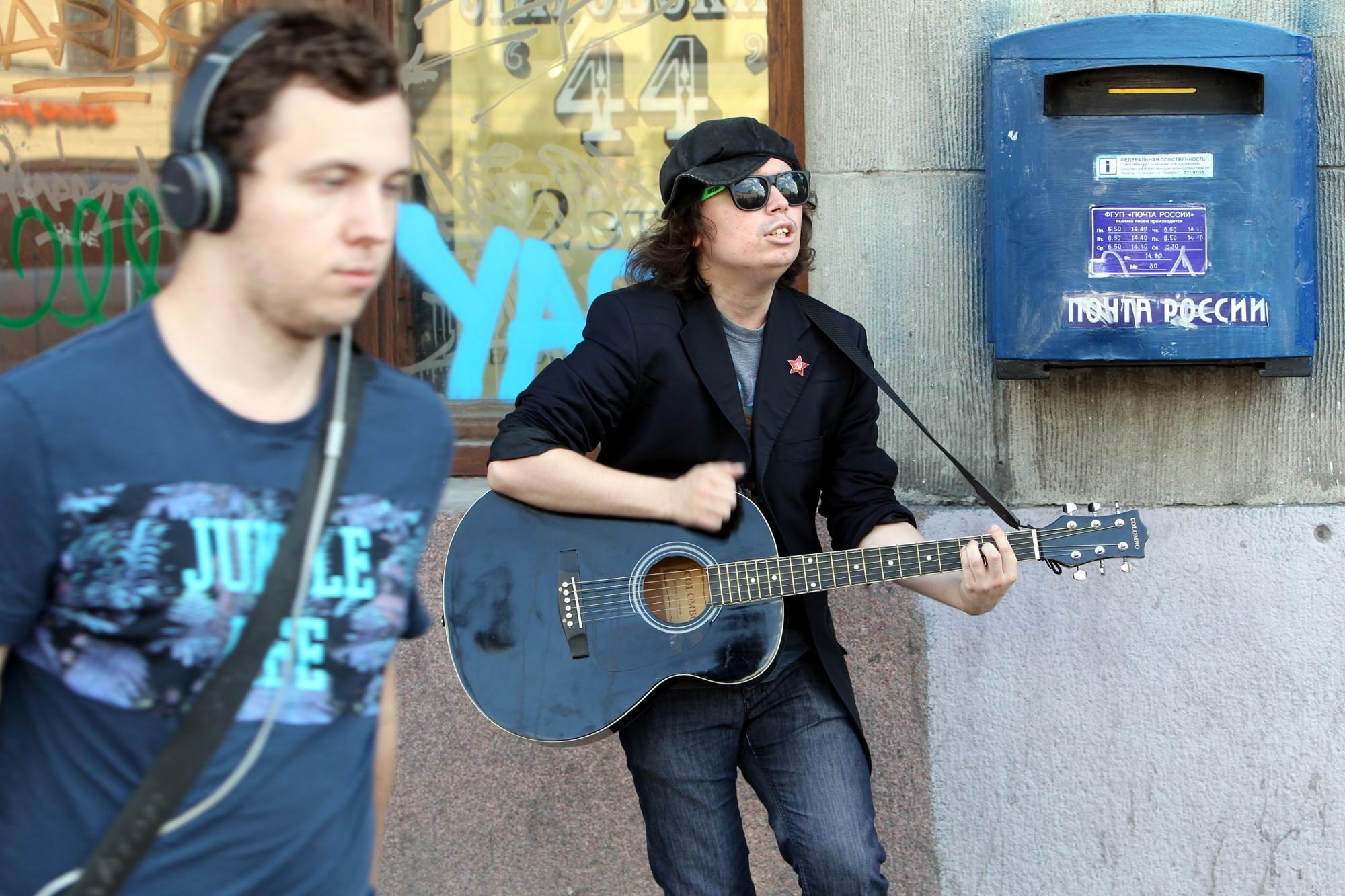 Глеб Колондо уличный музыкант