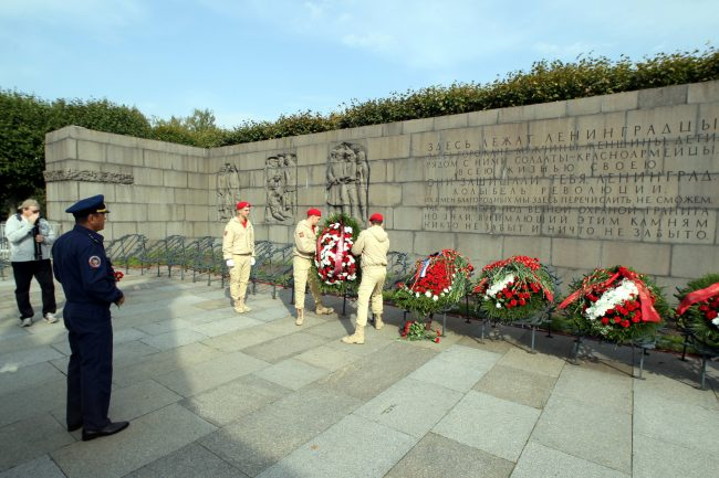 день памяти жертв блокады Ленинграда 8 сентября Пискарёвское мемориальное кладбище