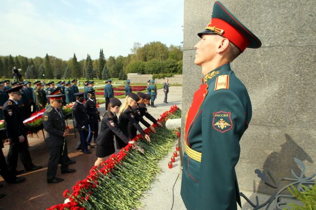 день памяти жертв блокады Ленинграда 8 сентября Пискарёвское мемориальное кладбище почётный караул