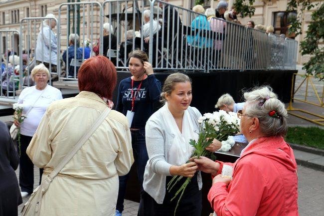 день памяти жертв блокады Ленинграда 8 сентября цветы ветеранам