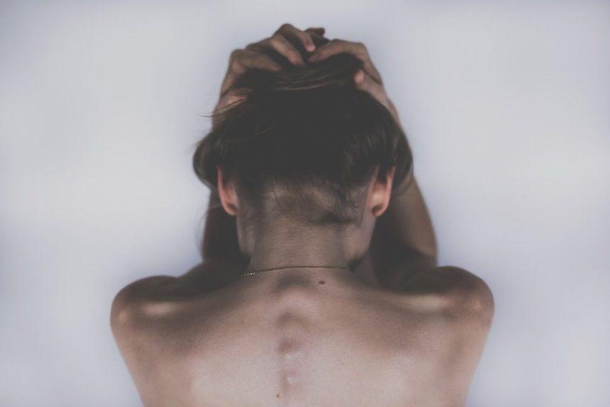 депрессия девушка спина руки печаль тоска боль