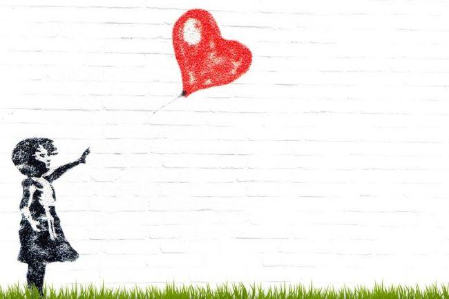 граффити сердце девочка воздушный шар стрит арт