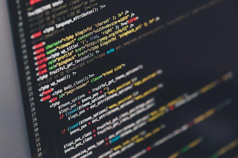 программа программист код компьютер экран цифры