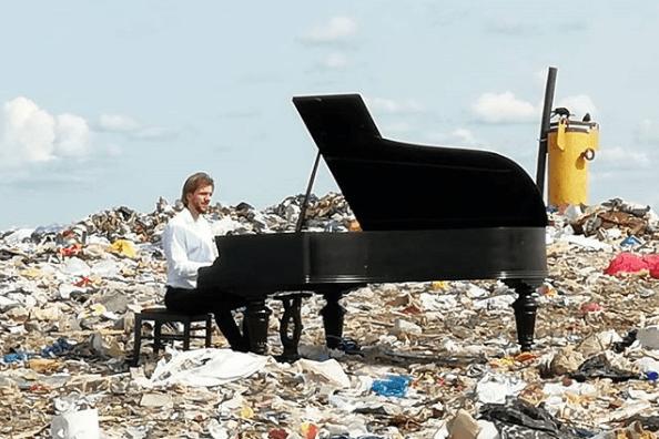 Павел Андреев, рояль, мусорный полигон