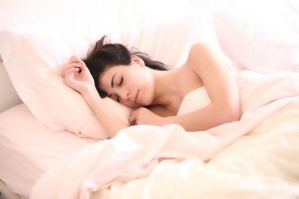 сон спать постель женщина девушка