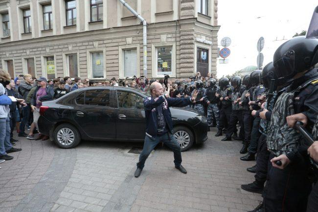 митинг акция протеста задержание задержания навальный против пенсионной реформы пенсионная реформа омон