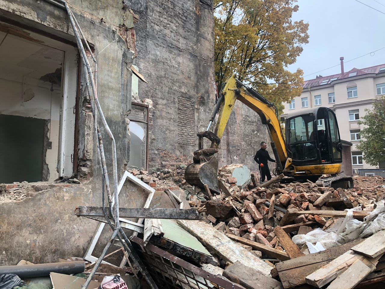 снос исторического здания флигель Репина 31