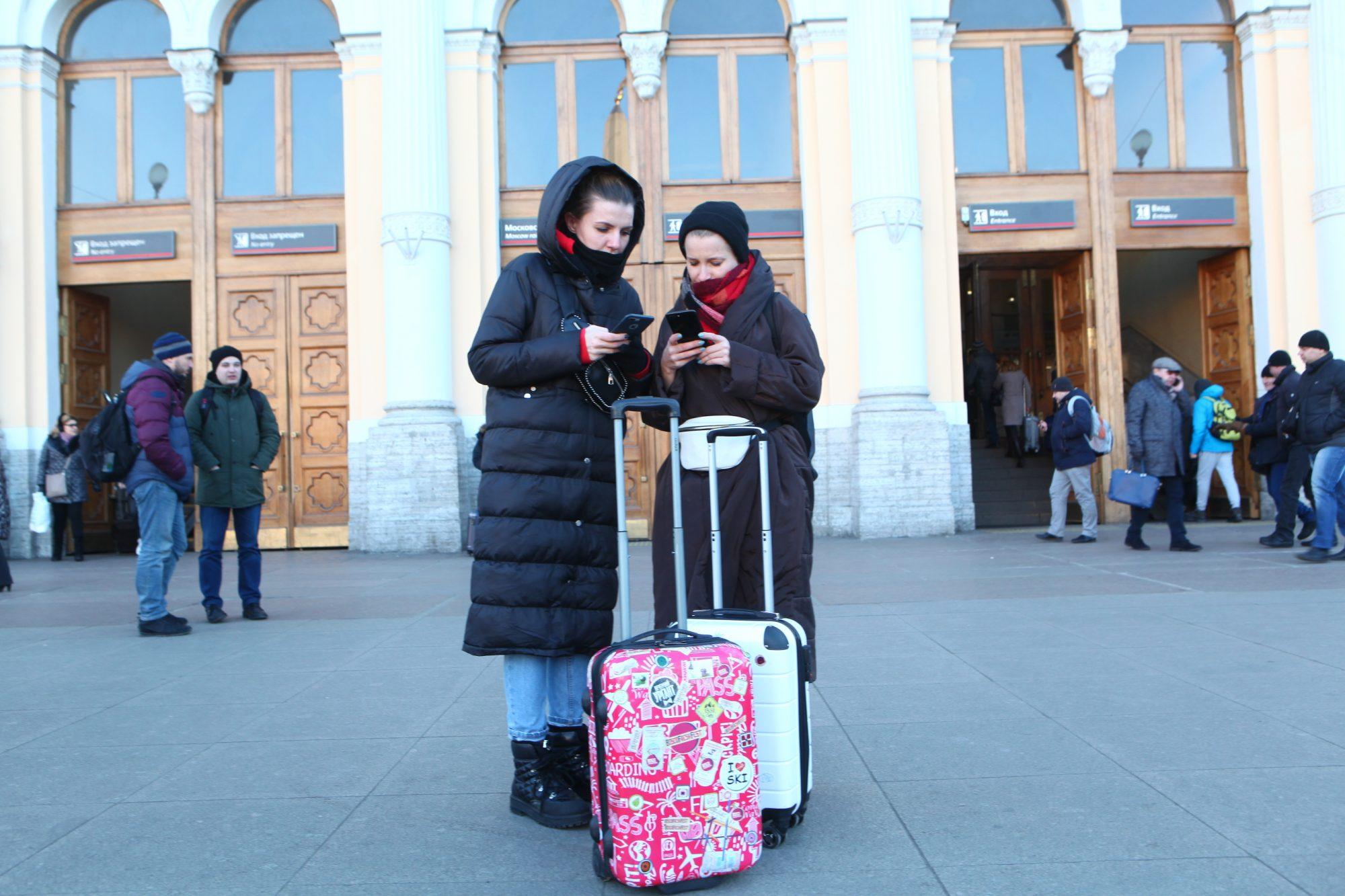 вокзал, туристы, чемодан, Московский вокзал