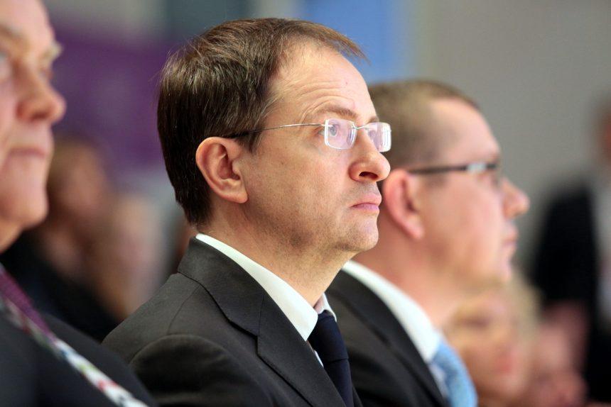 Мединский ответил на предложение Шнурова разогнать министерство культуры