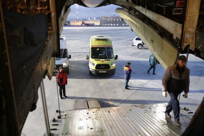 авиация МЧС самолёт Ил-76 скорая помощь доставка тяжелобольных детей