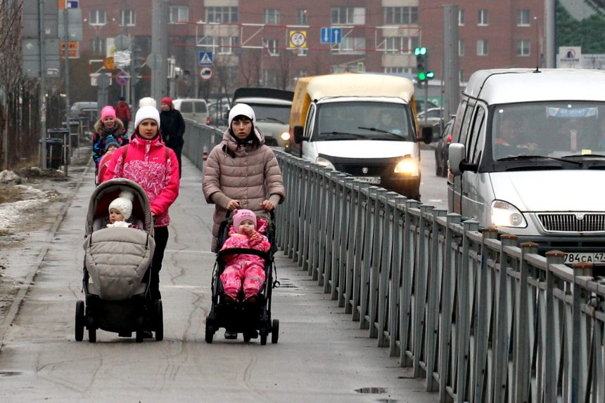 молодые мамы дети коляски