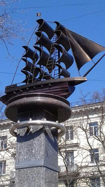 корабль среднеохтинский проспект статуя памятник