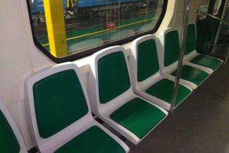 поезд метро вагоны зеленые сиденья