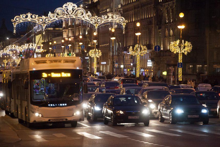 невский проспект подсветка праздник новый год рождество машины автобус транспорт новогодние украшения