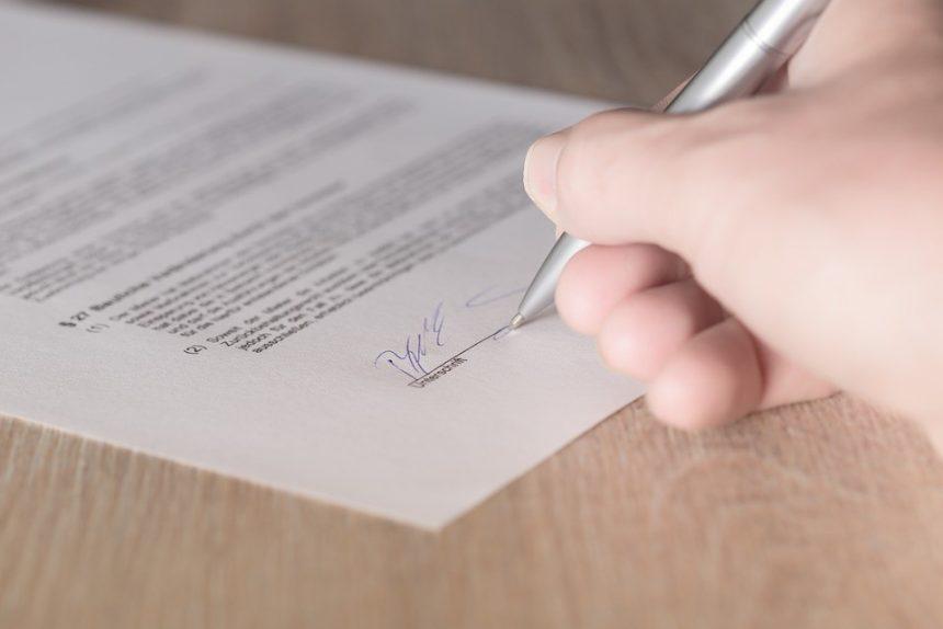 подпись документ ручка бумага