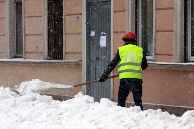 зимняя уборка снег дворник