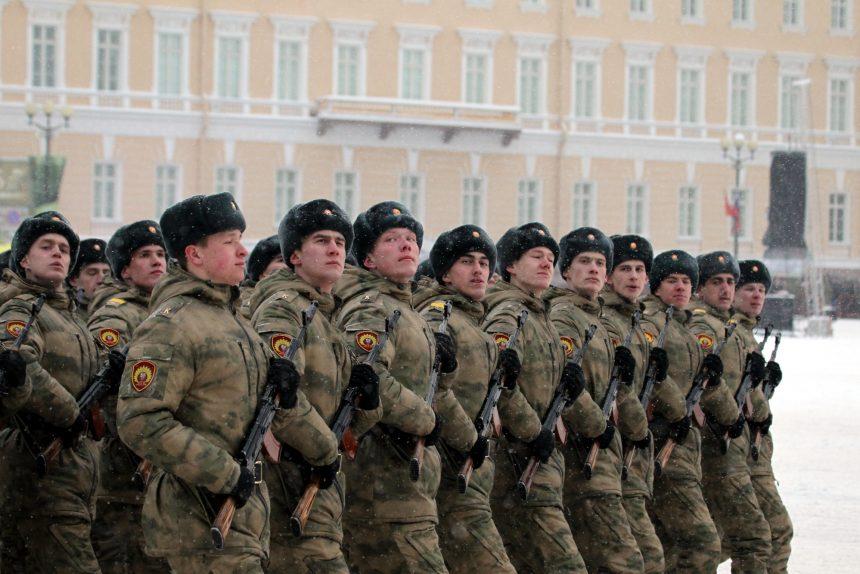 В Госдуме запретили военнослужащим пользоваться смартфонами