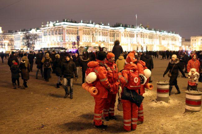 новый год 2019 новогодние праздники волонтёры красный крест медики