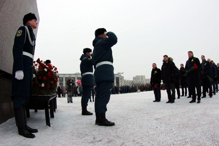 площадь Победы монумент героическим защитникам Ленинграда день снятия блокады почётный караул