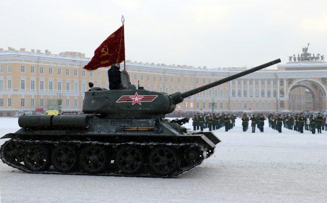 На Дворцовой площади прошёл военный парад в годовщину снятия блокады