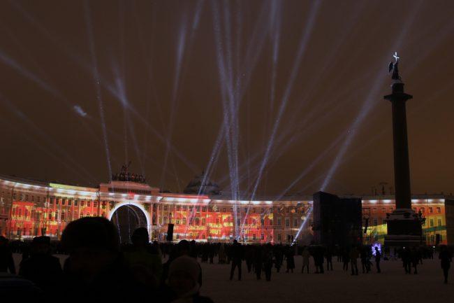 Дворцовая площадь световое шоу 75-летие освобождения Ленинграда от блокады