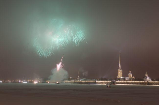 фейерверк салют 75-летие освобождения Ленинграда от блокады