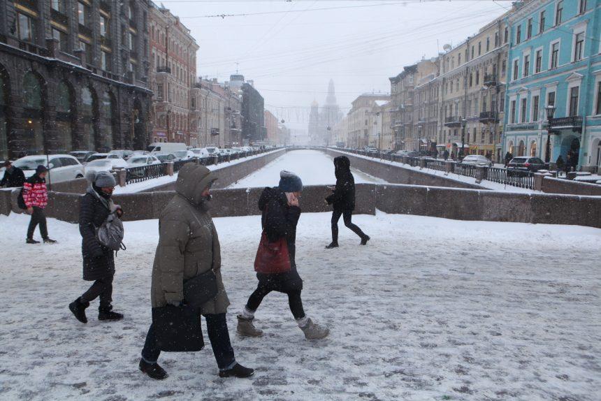 Синоптик о погоде в Петербурге: морозцы, небольшой снег и немного солнца