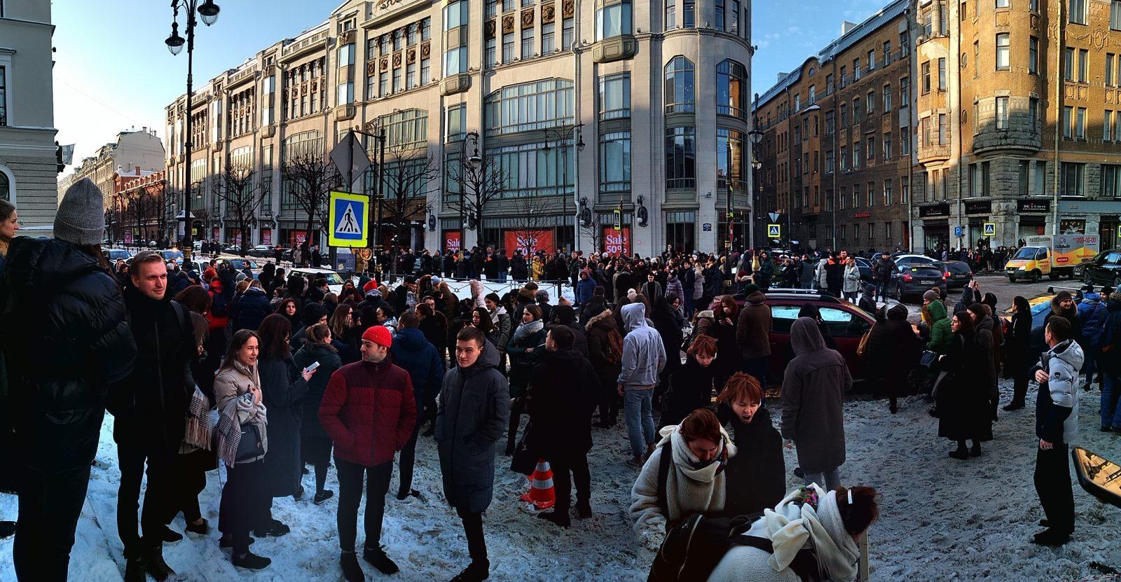 Школы, больницы и ТРЦ: как прошла массовая эвакуация в Петербурге