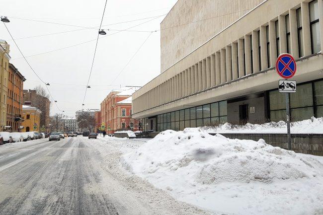 зимняя уборка снега сугробы