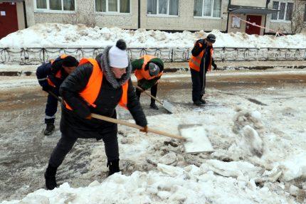 уборка снега дворники