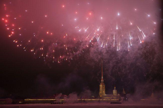 фейерверк салют день защитника отечества петропавловская крепость