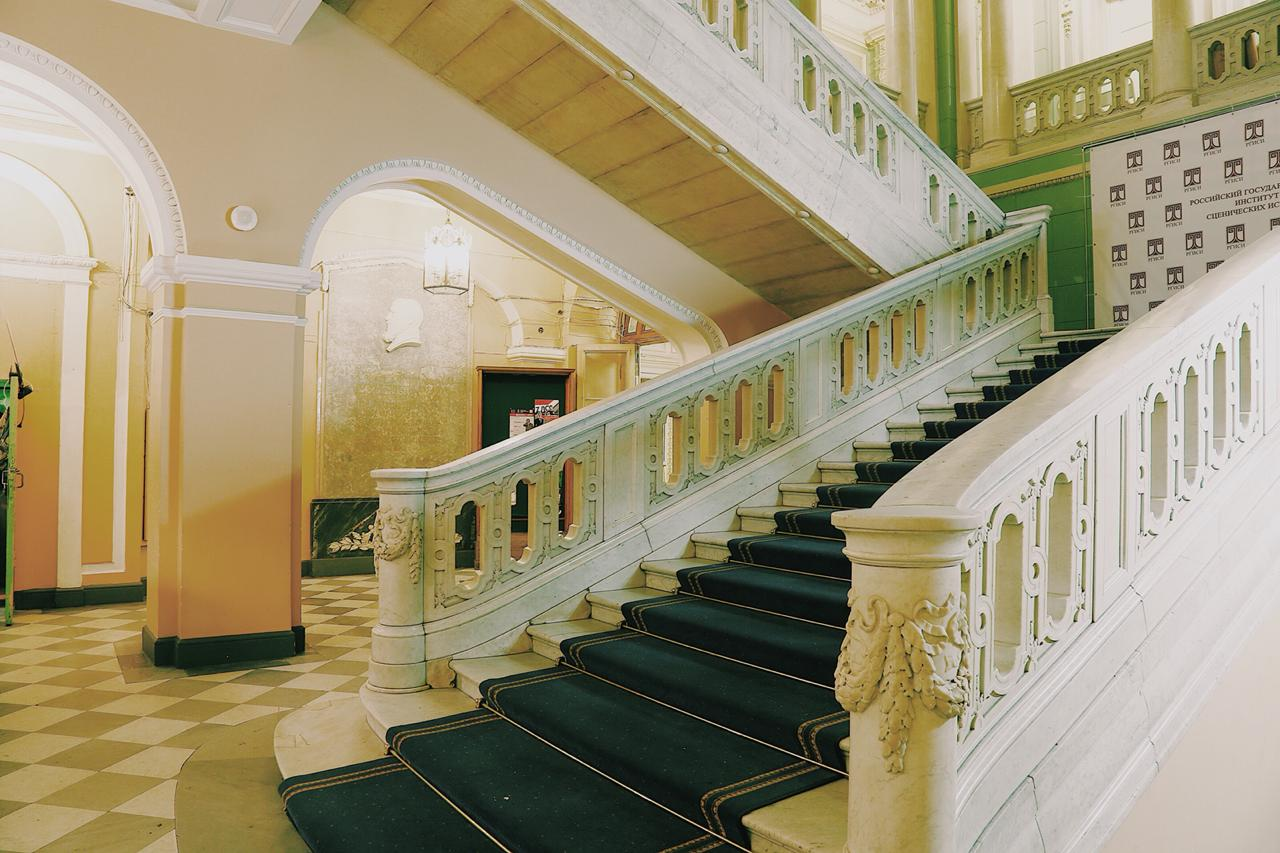 РГИСИ институт сценических искусств лестница историческое здание
