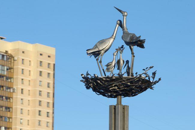 скульптура аисты улица верности