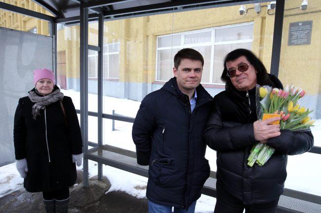 Сергей Боярский Игорь Корнелюк цветы 8 марта