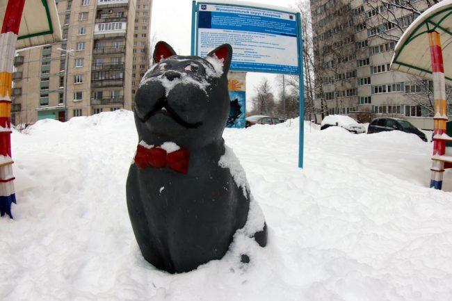 статуя кот