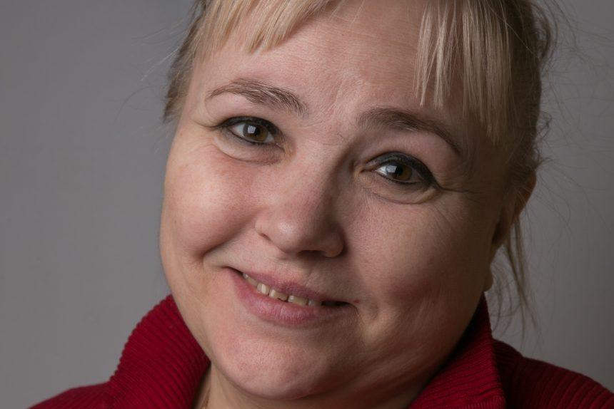 «В детстве зрение было на уровне 60-80%, сейчас - лишь 5%»: как живут слепоглухие в России
