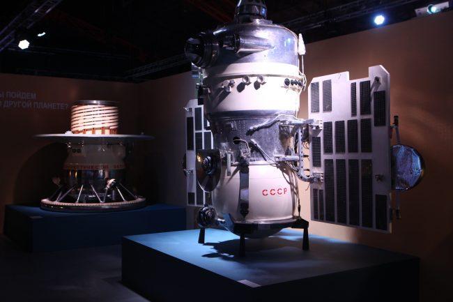 космос, спутник, космонавты