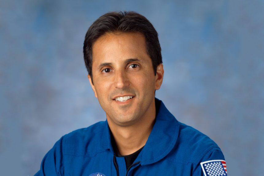 астронавт Джозеф Акаба